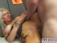 Bony mãe Emma Starr em Stockin2gs precisa rápido Dick