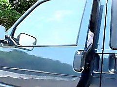 Taiwanese chick wordt geneukt in de auto p1 - kamikaze