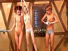 Drie Russische prinsessen in het zwembad