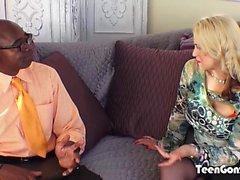 TEENGONZO Busty blonde Sarah Vandella ottaa rasvaa BBC pussy