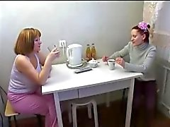 Maid En Rijpe moeder lesbische seks