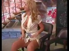 Alison Angel masturbointi julkisessa