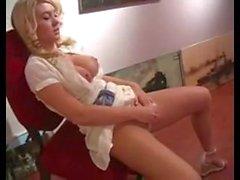 Alison Angel masturbieren in der Öffentlichkeit