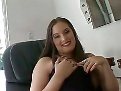Charlotte Vale is gevangen tussen twee geile stokken en krijgt gedoucht