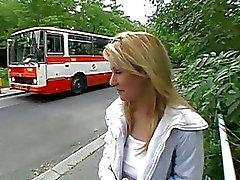 Beauty gelokt om openbare seks te hebben