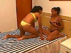 A paixão de leite - lésbicas brasileiro amamentando