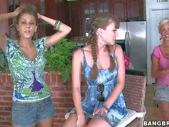 A Capri Anderson viene condivisa da due ragazze Lesbian