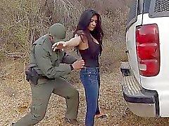 Bedöva mexicanska SLINKA Alejandra León jag gruppknullas rätt i fria