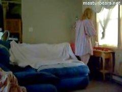 Enfermeira canadense Abigail Masturbates assistir pornografia