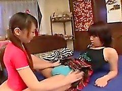 amateur asiatique doigté poilu lesbienne