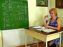 Milf lärare otäck fingersättning efter att ha en klass