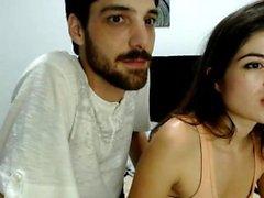 Sexy pugno adolescente e gioca con il culo in webcam