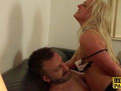Sous cockrides britanniques rugueux dom maid lingerie