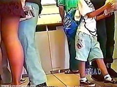 Subway ondergoed dragen van korte rokjes