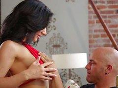 Jayden Jaymes erhält ihre riesigen Titten angesaugt wird