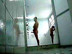 эксгибиционизма пленки себе поддомкрачивания в общественной душем с горячей