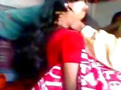 Indische pas getrouwde man probeert zabardasti naar vrouw erg verlegen