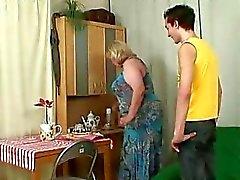 Épouse vous parvient lorsque la grande la mère roule mon sexe