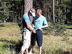 Необычный молодые геи пола цыган и Артура ссать игра снаружи