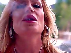 Busty Kelly Madison on Savullinen kuumalla Stogie