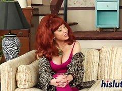 Busty Kagney Linn Karter gosta de se masturbar