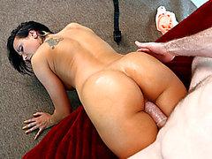 Hottest chick Rachel Starr prend le pénis en surpoids par derrière