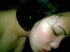 Jeune femme indonésienne fellation