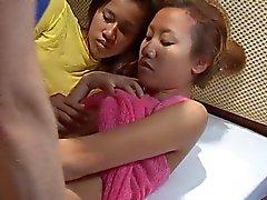 Saori & Saya douche , maar geen zoals cum op gezicht thaigirltia.com