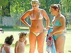 Nipslips topless candid meisjes