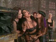 Bitches selvatiche Celeste Star e di Brianna Giordano anche in alta definizione Lezdom porn