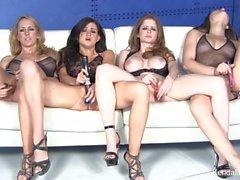 Четырех великолепной ПорноЗвезды мастурбируют друг с другом