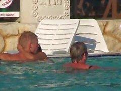 El sexo en una piscina pública