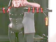Kinky MILF blir bundna och cunt inspekteras