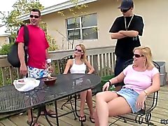 Glasses vistiendo blonde Scarlett se Resum es follada