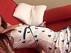 morena lencería masturbación tetas pequeñas medias