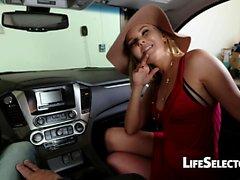 Cocky MILF Aaliyah Love dà un pompino nella tua auto