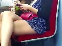 De twee meisje blijkt hun benen
