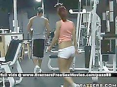 Chicas pelirrojo Sexy en el gimnasio