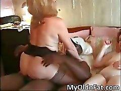 Big ass hot MILF krijgt vochtige kutje part2