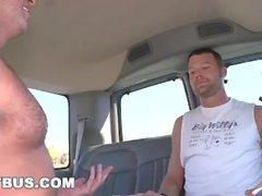 BUS BAIT - Steven Daigle está en la caza para el cebo recta en Miami