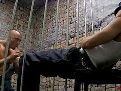 Gefängnis Fußfetischismus und die Footjob LANZE HART JESSIE COLTER