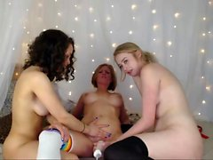 infirmières Anal lesbiennes jouant profond anuses dans un trio