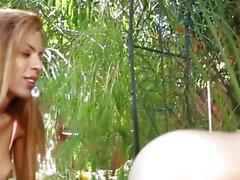 modelos lesbo Glamour tribbing ao ar livre