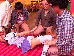 Dicksucking cfnm japonês bukkaked adolescente