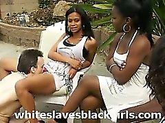 White рабами облизывание черную киски