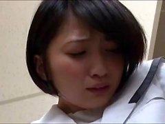 Riku Minato adolescente asiática atractiva en uniforme escolar hace POV