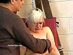 Atado blonde slaveslut Caos torturado a lágrimas y cera caliente castigado sub