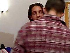 Italiaanse vrouw maakt plezier met haar man