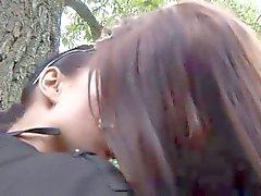 Eroberlin Klara S Hana lesbisk utomhus kissing Berlin