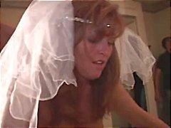 Bruden får benas ur två svarta killar på sin bröllopsnatt